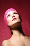 Verticale de beauté d'une femme dans le rose Photographie stock libre de droits