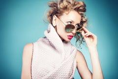 Verticale de beauté de dame de mode Images libres de droits