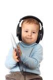 Verticale de bel enfant dans des écouteurs Image stock