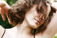 Verticale de belle femme photographie stock