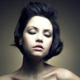 Verticale de belle femme sensuelle Photos libres de droits