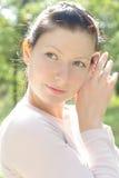 Verticale de belle fille Photographie stock libre de droits