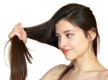 Verticale de belle fille avec le long cheveu photos libres de droits