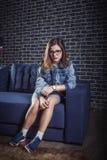 Verticale de belle fille de l'adolescence Photographie stock