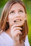 Verticale de belle jeune femme Image libre de droits