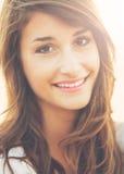 Verticale de belle jeune femme Image stock