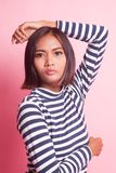 Verticale de belle jeune femme asiatique photos stock