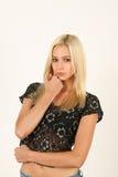 Verticale de belle jeune femme blonde Images libres de droits