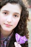 Verticale de belle jeune fille image libre de droits
