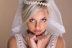 Verticale de belle mariée blonde Images libres de droits
