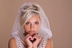 Verticale de belle mariée blonde Photos stock