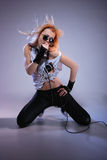 Verticale de chanteur de roche féminin Images libres de droits