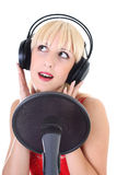 Verticale de chanteur féminin au-dessus de blanc Photographie stock