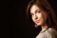 Verticale de charme de jeune femme sensuel élégant Photo stock