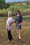 Verticale de deux femmes Photo libre de droits