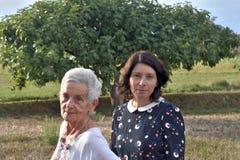 Verticale de deux femmes Photo stock