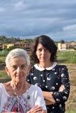 Verticale de deux femmes Photographie stock
