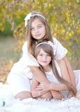 Verticale de deux filles Image libre de droits