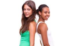 Verticale de deux filles différentes de nationalités Photographie stock