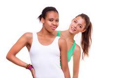 Verticale de deux filles différentes de nationalités Image stock
