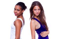 Verticale de deux filles différentes de nationalités Photos libres de droits