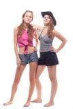 Verticale de deux jeunes filles avec un canon Image stock