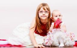 Verticale de deux petites soeurs Photo libre de droits