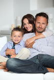 Verticale de famille à la maison photo libre de droits