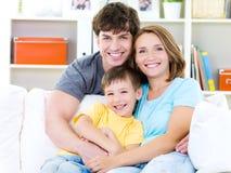 Verticale de famille heureuse Photo libre de droits