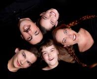 Verticale de famille heureuse avec 5 membres Images libres de droits