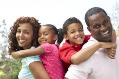 Verticale de famille heureux en stationnement Photographie stock libre de droits