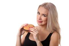 Verticale de femme avec l'hamburger Fin vers le haut Fond blanc Photos libres de droits