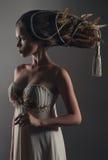 Verticale de femme avec le creativehairstyle Photos libres de droits