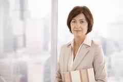 Verticale de femme d'affaires aînée Photo libre de droits
