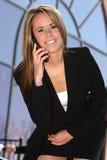 Verticale de femme d'affaires avec le téléphone Images stock
