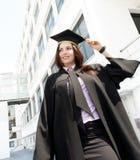 Verticale de femme de graduation Photographie stock libre de droits