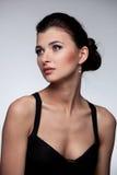 Verticale de femme de luxe en bijou exclusif Photographie stock libre de droits