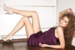 Verticale de femme de mode images stock