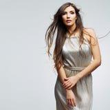 Verticale de femme de mode Jeune modèle femelle image libre de droits