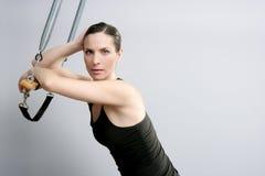 Verticale de femme de pilates de trapeze de Cadillac Photo stock