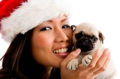 Verticale de femme de sourire avec Noël Photos stock