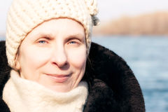 Verticale de femme en hiver Image stock