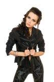 Verticale de femme espiègle dans des vêtements noirs photos libres de droits