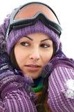 Verticale de femme heureuse en hiver photo libre de droits
