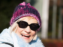 Verticale de femme mûre heureuse photographie stock libre de droits