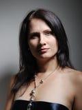 Verticale de femme pleine d'assurance Image libre de droits