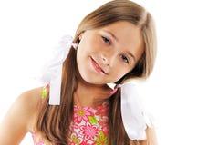 Verticale de fille assez jeune avec des proues Photos libres de droits