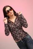 Verticale de fille avec des lunettes de soleil Image stock