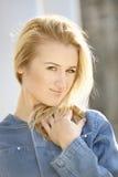 Verticale de fille blonde Photos libres de droits