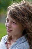 Verticale de fille de 10 ans pensive Photos stock